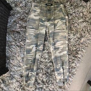 Express Womens Camo Crop Jeans Sz 2